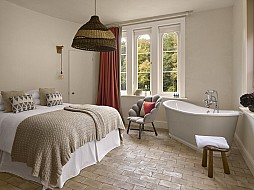 One of four en suite bedrooms - garden Cottage - Will Pryce