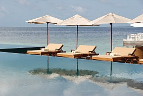 Huvafenfushi Sun Loungers