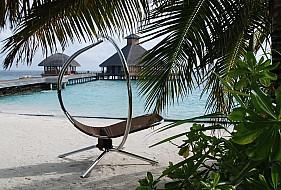 Huvafenfushi view to Raw and Salt