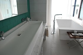 Niyama water villa bathroom